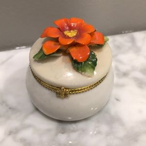 Vintage ring holder / jewelry box / container